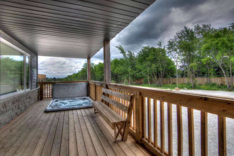 Outdoor deck and hottub a13